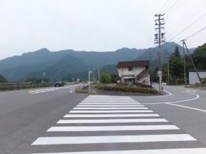 国道42号線から八重垣神社へ(右へ)