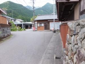 新田集会所先の変則十字路