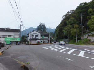 国道42号 相賀北交差点の先、国道との分岐