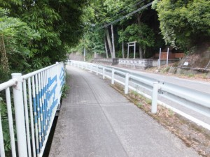 祠(銚子橋付近)