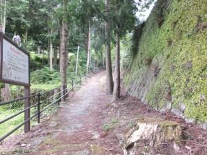 「熊野古道鷲下みち」の説明板付近