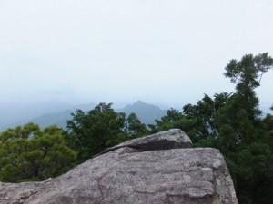 天狗倉山 山頂にある巨石の上からの眺望