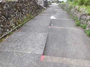 馬越墓地のスロープ付き階段