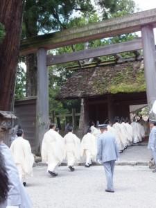 奉幣の儀(月次祭)の参進(外宮)