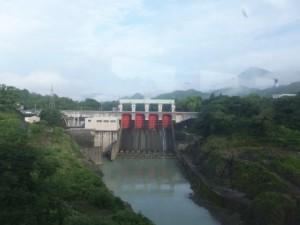 JR紀勢本線から望む三瀬谷ダム