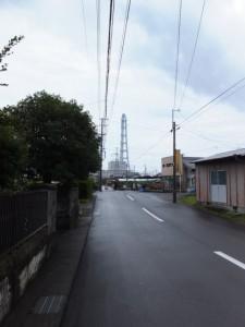 熊野古道 やのはな道から望む中部電力 尾鷲三田火力発電所の煙突