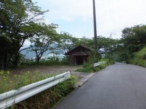 駐車場とトイレ(八鬼山道登り口への林道)