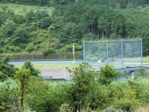 「伊勢路06 八鬼山 03/63 」道標付近から望む尾鷲市営野球場