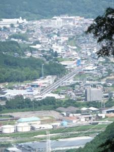 七曲がりから望む尾鷲市街(八鬼山道)