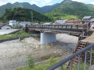 沓川と沓川橋