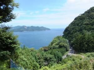 三木峠道から望む賀田湾