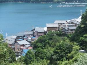山の神から羽後峠への途中で望む古江の町