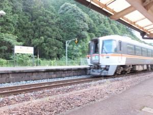 JR紀勢本線 賀田駅を通過する特急南紀