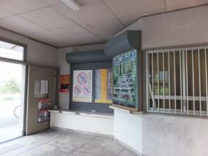 JR紀勢本線 賀田駅の駅舎内