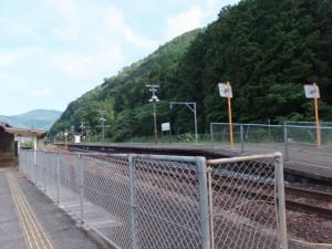 JR紀勢本線 賀田駅のホームへ
