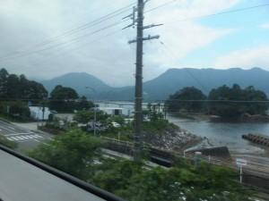 JR紀勢本線の車窓に見える尾鷲・弁財島