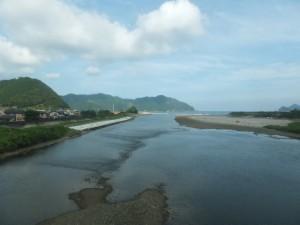 JR紀勢本線 のの車窓から望む銚子川