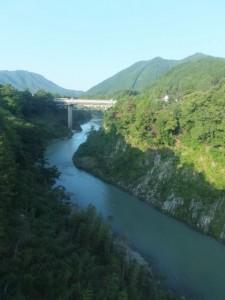 JR紀勢本線の車窓から望む宮川の下流側