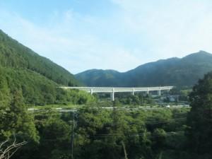 宮川を越える紀勢自動車道の高架