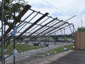 伊勢神宮奉納全国花火大会の準備が進む宮川右岸、度会橋付近