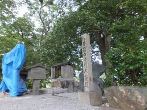 松井孫右衛門人柱堤(浅間堤)に新しく建てられた鳥居