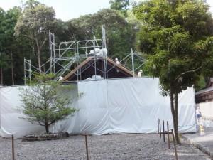 四至神と九丈殿の屋根の張替え作業(外宮、大庭)
