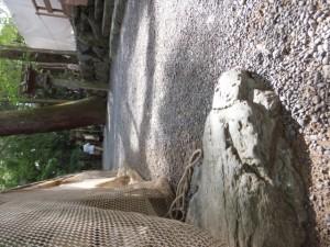 寝地蔵石(多賀宮付近)