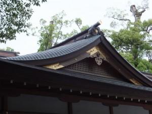 北御門参道に面した神楽殿の屋根部分(外宮)