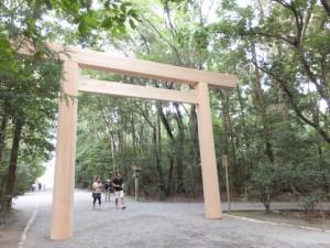 造替された北御門参道の鳥居(外宮)