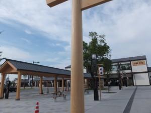 再開発の整備工事が完了した伊勢市駅前広場