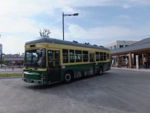 路面電車「神都線」風の「神都バス」(伊勢市駅前にて)