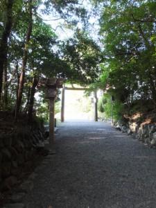 国道23号側の参道(月讀宮)