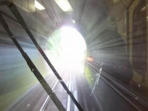 JR紀勢本線 尾鷲駅~賀田駅の途中、トンネルを通過