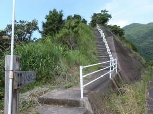 「二木島駅 250m」の道標付近