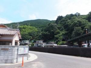 駐在所付近(逢川右岸、JR紀勢本線高架下)