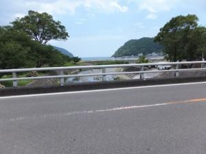里川橋から望む里川の下流側、新鹿湾