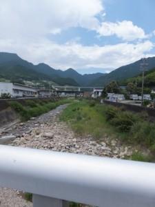 里川橋から望む里川の上流側