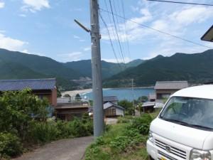 「波田須・大吹峠、新鹿R311」の道標から波田須方向へ、途中で振り向いて