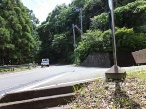 「波田須・大吹峠、新鹿R311」の道標から波田須方向へ向かい国道311号との合流付近