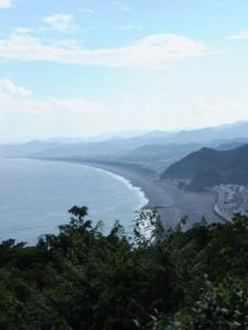 松本峠から鬼ヶ城 城跡へ向かう途中の東屋から望む七里御浜