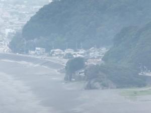 松本峠から鬼ヶ城 城跡へ向かう途中の東屋から望む獅子岩付近