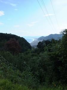 松本峠の説明板付近から望む七里御浜