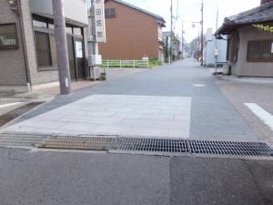 「木本神社 花の窟、松本峠」の道標からJR熊野市駅方向へ
