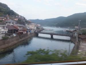 JR紀勢本線から望む新逢川橋(逢川)