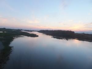 車窓から望む宮川の下流側