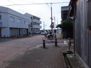 熊野市駅前からの通りと熊野古道の交差点