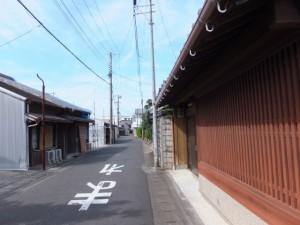 熊野市駅前からの通りと熊野古道の交差点から花の窟神社方向へ
