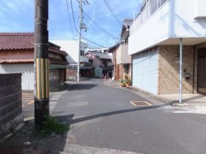 稻倉稲荷付近の十字路(左折)