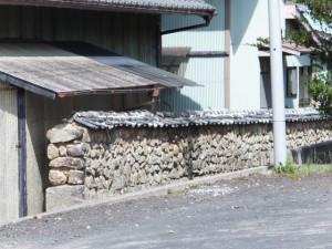 石塀(花の窟神社から立石の道標へ)