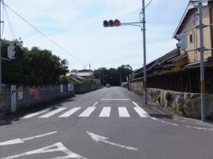 「有井駅・産田神社、花の窟神社」の道標付近から望む国道42号方向